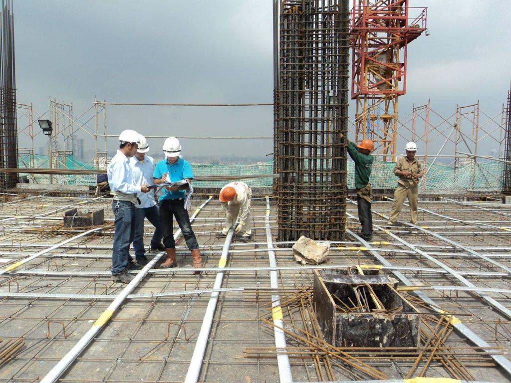 Kỹ sư xây dựng đi hiện trường kinh nghiệm
